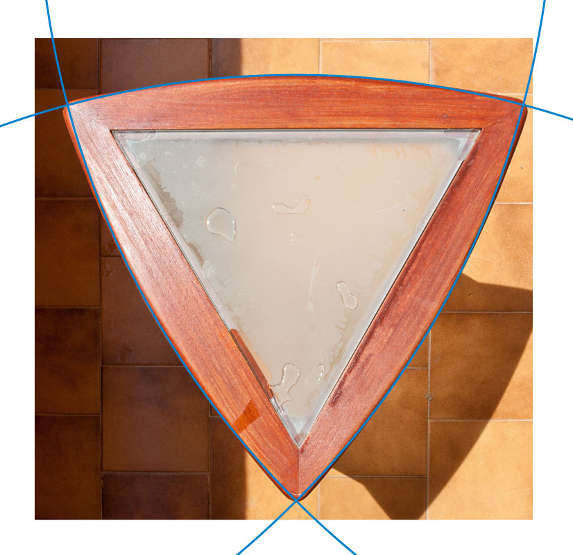 Top view of the non-Reuleaux table, compared to a right circular triangle